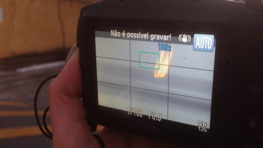 câmera registra rastro de avião